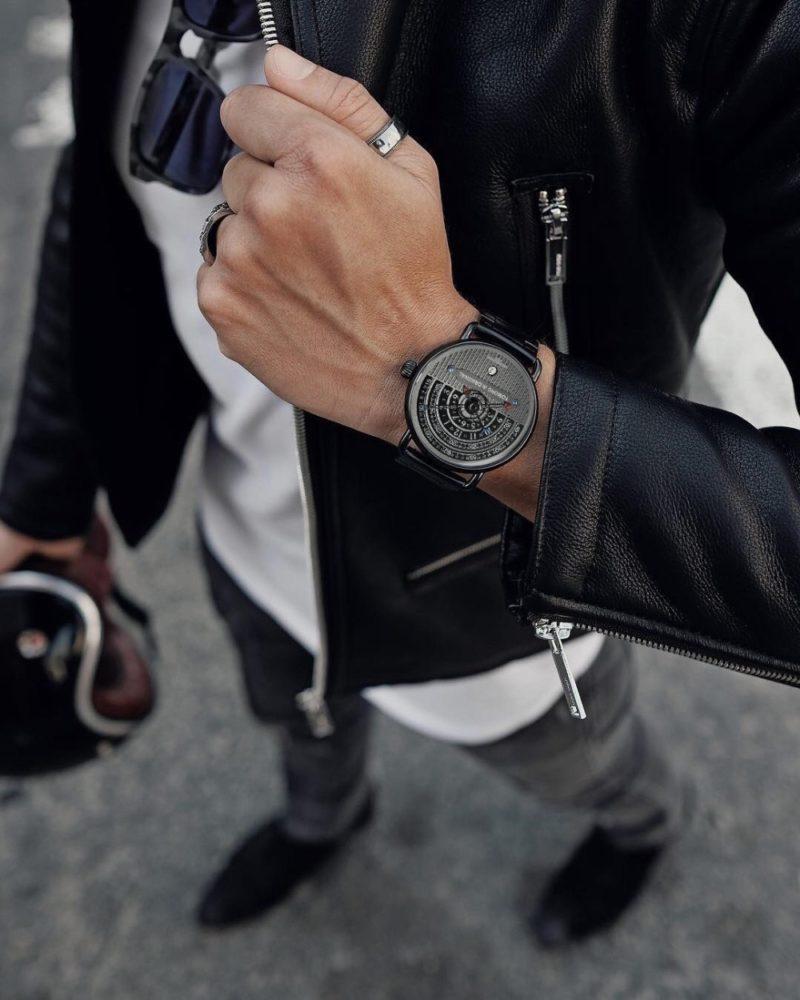 Hemi circle dial watch tomoro watch on hand